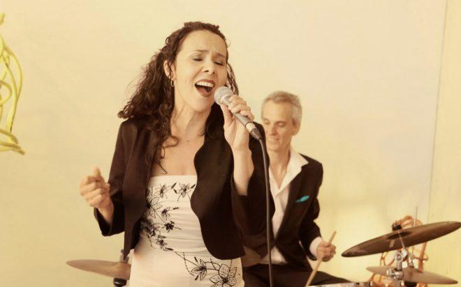 Jazzband met zangeres op receptie